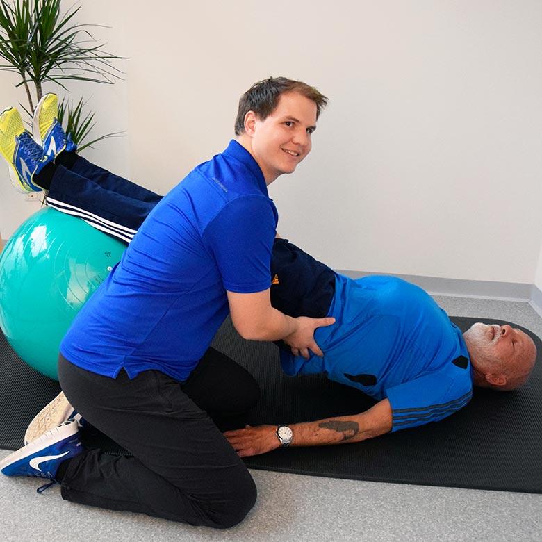 Physiotherapie-Übung Ball